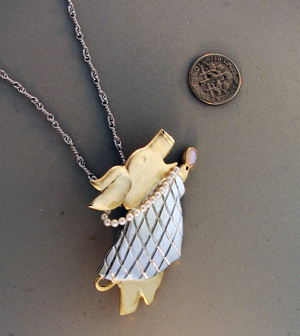 Fly Pig Custom Designed Pendant | East Towne Jewelers